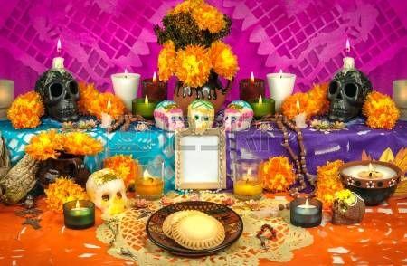 D a mexicano tradicional del altar muertos con calaveras de az car Foto de archivo