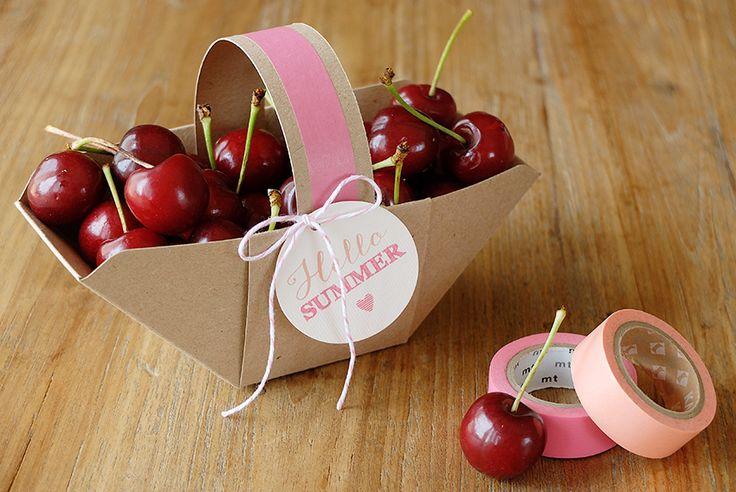 Bluebells Design - paper basket + cherries = summer! Un cestino di carta realizzato con la Envelope Punch Board