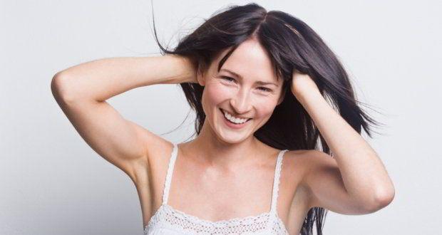 Os mitos sobre a queda de cabelo e calvice existem e não podemos ignorá-los. Para esclarecer de uma vez o que faz o cabelo cair ou não.