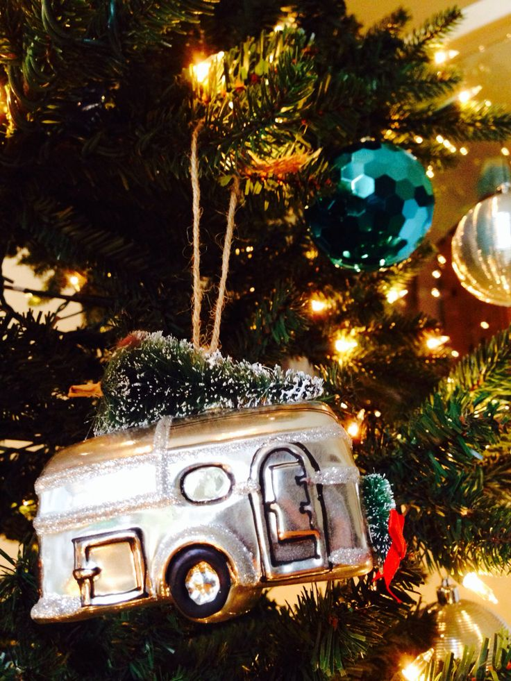17 best images about airstream 1950 on pinterest chevy for Airstream christmas decoration