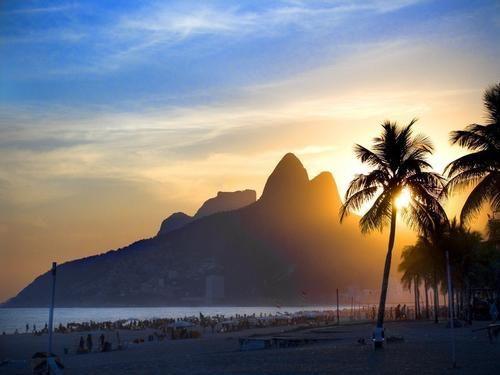 Praia de Ipanema RJ a noite