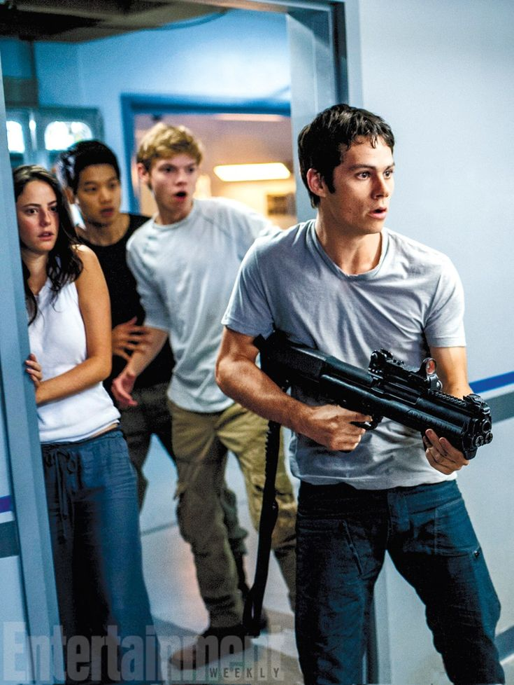 First photos from 'The Maze Runner' sequel 'The Scorch Trials' released  Thomas Sangster's (Newt)'s expression :')