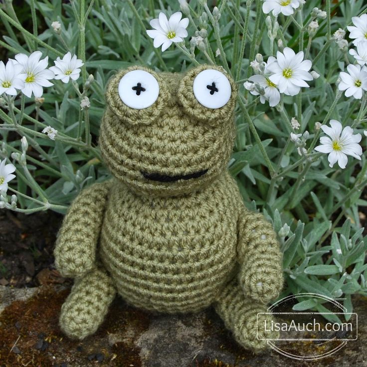 Free Amigurumi Crochet Frog Patterns - Crochet this adorable Frog with this Easy Crochet Pattern | Free Crochet Patterns and Designs by LisaAuch