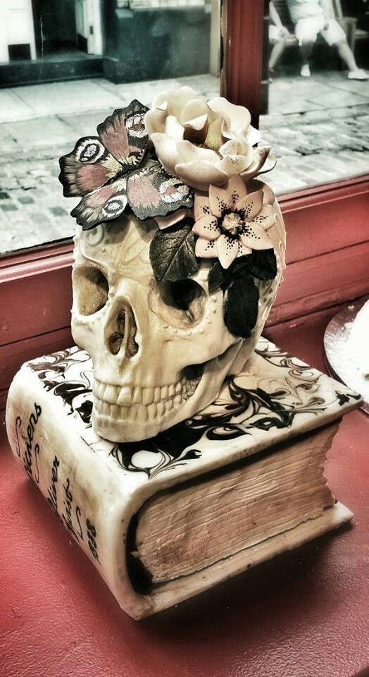 Skull cake by Choccywoccydoodah