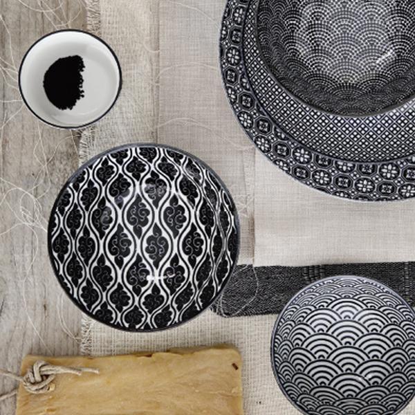 Met deze vrolijke borden van Tokyo Design Studio is lunchen of dineren nog leuker. De Nippon Black collectie brengt het beste van twee werelden samen. De elegan