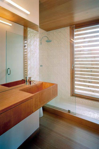 Una casa flotante en Canadá sorprende por su tipo de construcción única. MOS Architects diseñó la casa flotante en el Lago Hurón, en Ontario, Canadá.
