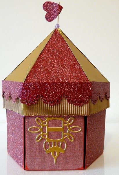 Exploding box gold & burgundy carousel--there are so many great exploding boxes, too many to pin!