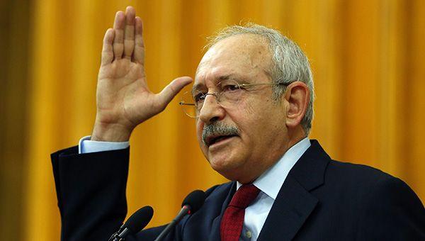 """Kılıçdaroğlu'nun 'Karın ağrısı' belgesi 'hakaret' çıktı / Daha önce yaptığı bir çok iftira sebebiyle tazminat ödemeye mahkum olan CHP lideri, """"Belge açıklayacağım"""" dediği grup toplantısında belge göstermek yerine yine hakaret yağdırdı."""