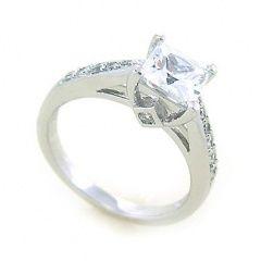 Zajímavý moderní stříbrný prsten se zirkonem!