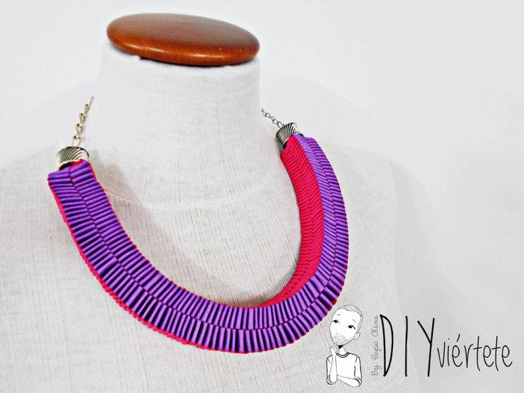 BLOGERSANDO-marzo-lila-collar-cinta raso-mujer trabajadora-color mujer-morado-violeta-acordeón-bisutería-gif