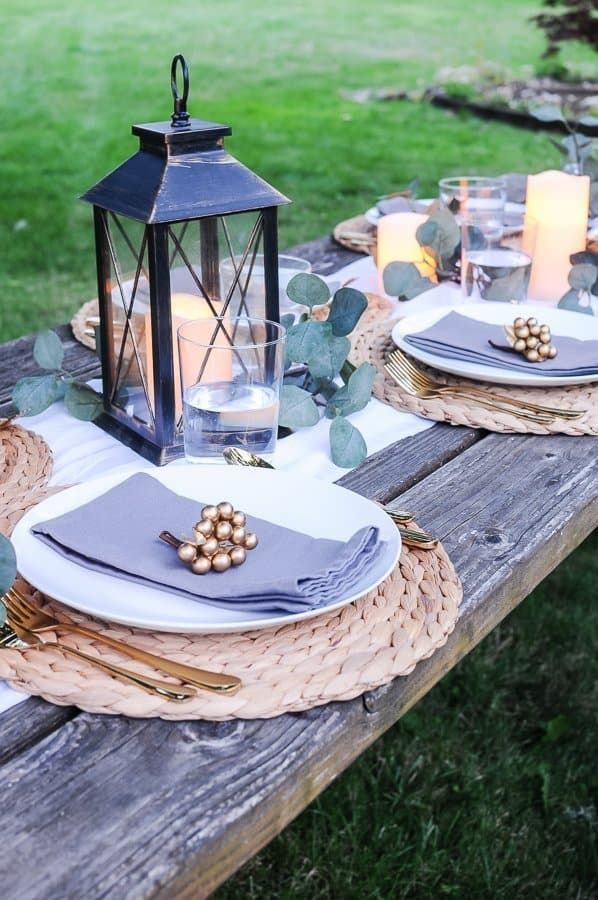Lovely Outdoor Table Decor For A Dinner Al Fresco Joyful Derivatives Outdoor Table Decor Outdoor Table Settings Table Decorations