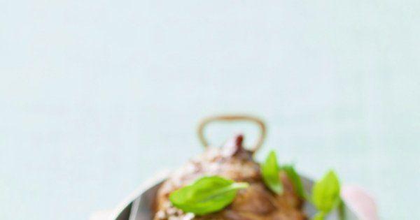 Epaule d'agneau roulée, farcie au pesto - Cuisine et Vins de France
