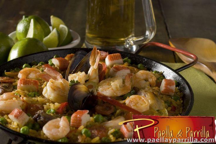 PAELLAS Paella Mixta  Pierna, pollo, costilla, chorizo, langostinos, camarones, mejillones, palmitos, almejas, rehogados en tomate, pimentón, cebolla, alcaparras, aceitunas, arveja y aceite de oliva. Se sirve acompañada de pan francés, limón y aceite de oliva. Porción 410 grs