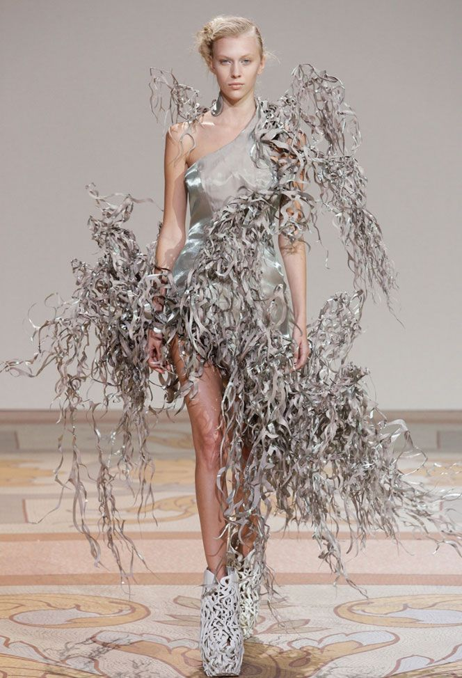 17 best images about avant garde haute couture on for Haute couture houses