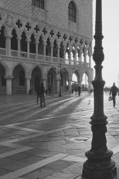 http://25.media.tumblr.com/tumblr_m489soGiYm1qcdniqo1_500.png: White, Venice, Venice, Venise, Foto, Dashboards, Photography, Black