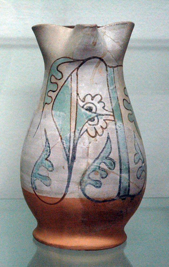 Boccale trilobato/Maiolica arcaica trecentesca decorata con lettera A gotica a terminazioni vegetali/diam 13, alt 25 cm/Provenienza area della Torre d'Acuto