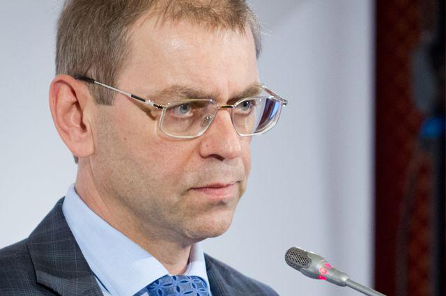 Пашинский является довольно значимой фигурой в украинской политике, и тот факт, что его сейчас пытаются «слить», может означать начало нового передела власти в политических кругах.