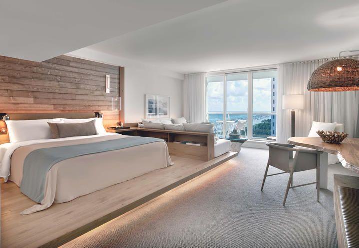 Clear colours and an amazing view for this room of the 1 Hotel in Miami / Colori chiari e vista mozzafiato per questa camera dell'1 Hotel a Miami