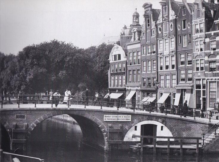 Amsterdam, Prinsengracht vanaf de Brouwersgracht (brug: Lekkeresluis) met links de Noordermarkt 1891