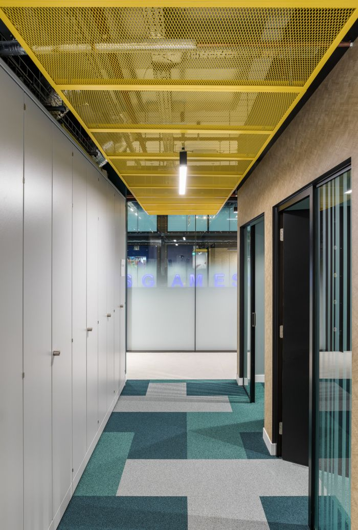Product Madness Offices London Office Snapshots In 2020 Office Interior Design Corporate Office Design Office Space Design