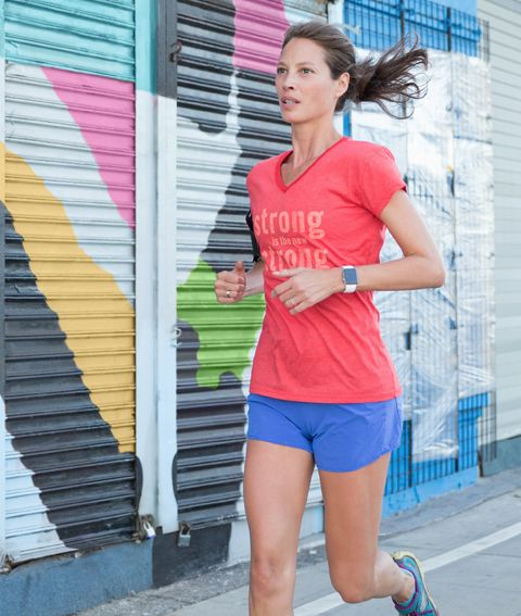 """Christy Turlington proving """"strong is the new strong"""" busting out a 20 miler before London Marathon."""