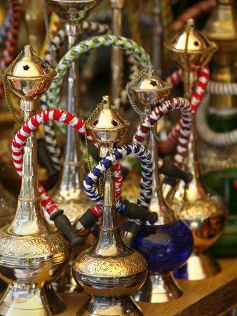 Water Pipes in the Grand Bazaar, Istanbul, Turkey, Europe Lámina fotográfica por Levy Yadid en AllPosters.es