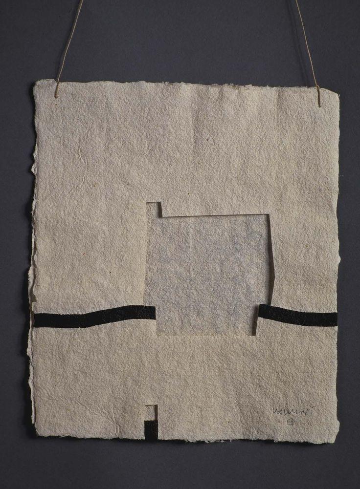 Chillida, Eduardo: Gravitación IV Técnica descriptiva: Papeles recortados superpuestos y unidos con cuerda Dimensiones: 23 x 19,5 cm Categoría: Obra sobre papel, Collage 1988