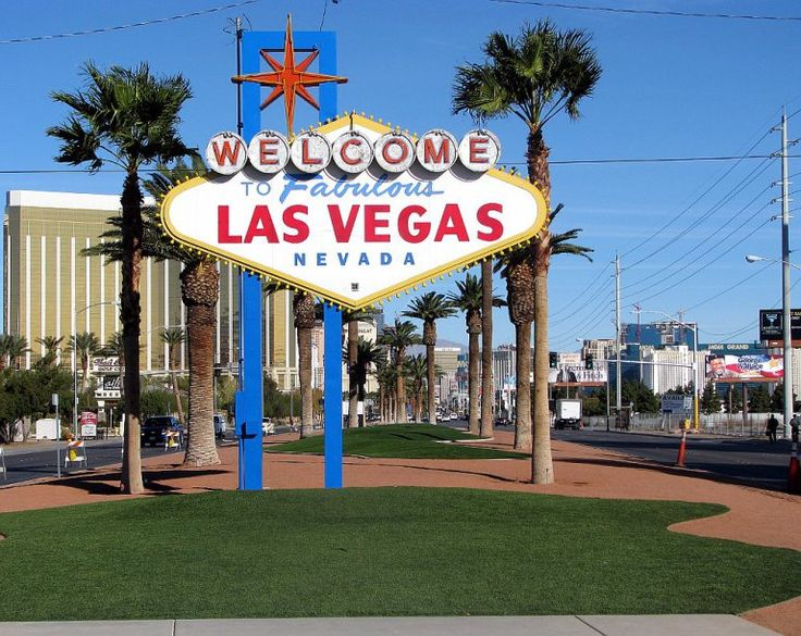 Las Vegas: See, eat do! My guide of what to see and do in Vegas!  #lasvegas #vegas #nevada #sightseeing #usa #travel #unitedstates #food #eat #foodie #unitedstatesofamerica #america