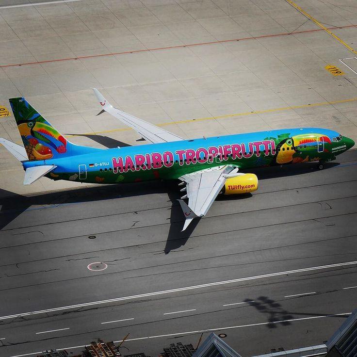 So colourful  /KB #munichairport #flughafenmünchen #tuifly #haribo #tropifrutti #avgeek #planespotting by munich_airport