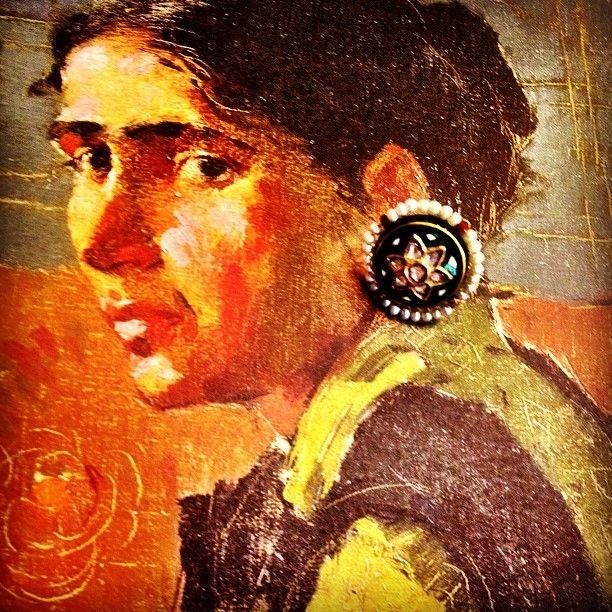 On a portrait trip of yesteryears. #jewelry #22K #polki #sannugram