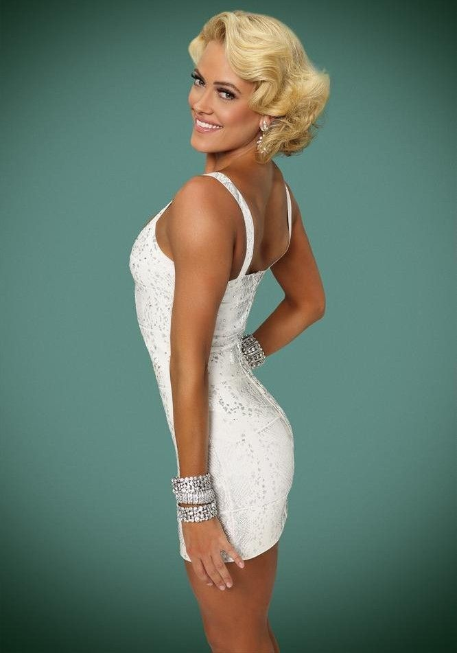 DWTS19 Official Pic - Peta Murgatroyd---I love her to death, so nice looking especially when she smiles.... yummmm