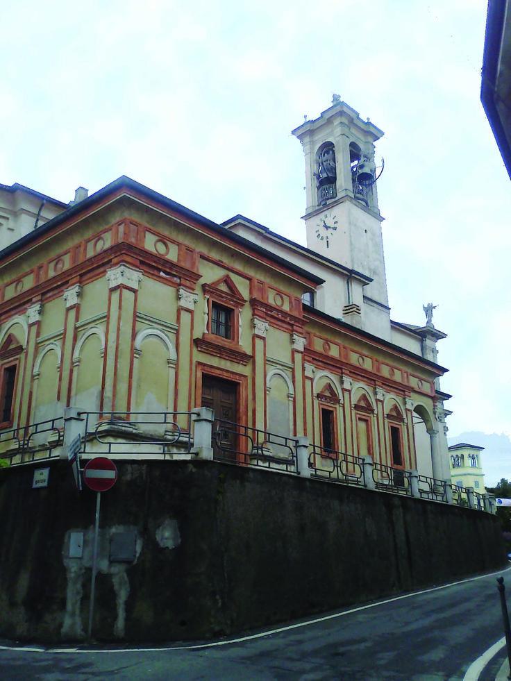 Il particolare retro della chiesa parrocchiale di San Vincenzo a Caronno Varesino