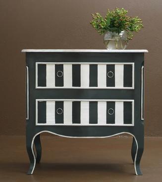 mueble blanco pintado de negro