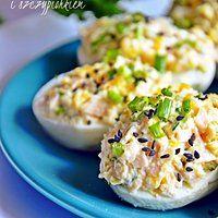 Jajka faszerowane szynką, chrzanem i szczypiorkiem