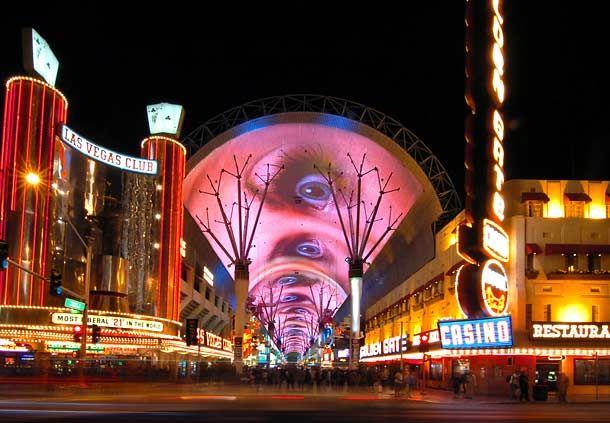 Elija un hotel en Las Vegas y descubra la imperdible Fremont Street