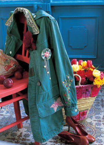 Couture : féminisez une veste militaire avec de la nacre, de la dentelle et quelques broderies