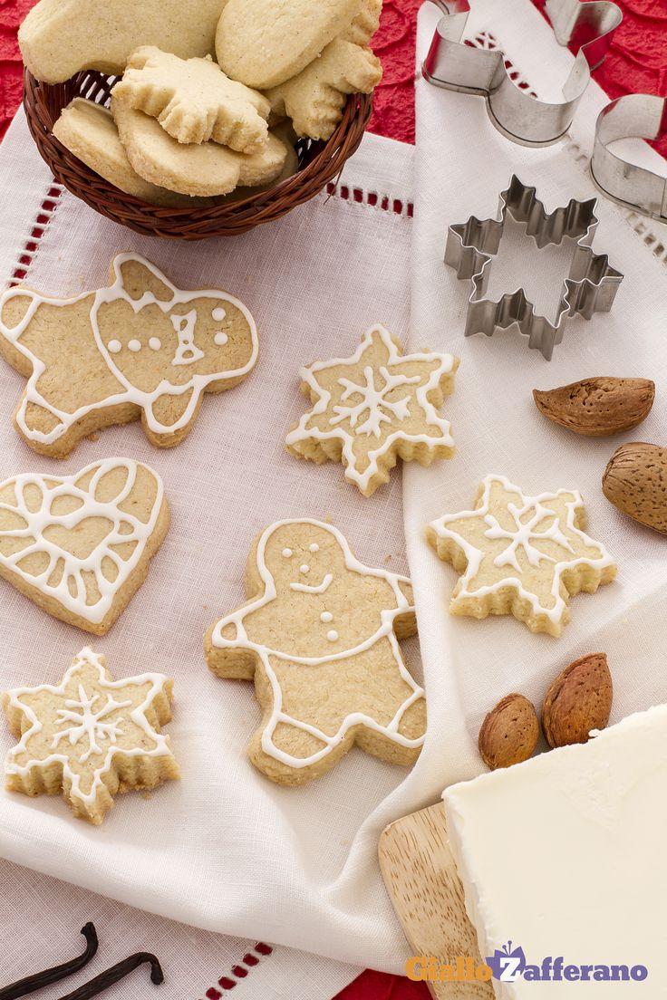 I biscotti di #Natale alle mandorle (almond Christmas cookies) sono così semplici da preparare e perfetti per un regalo natalizio. #ricetta #GialloZafferano #Christmas #italianfood http://speciali.giallozafferano.it/natale