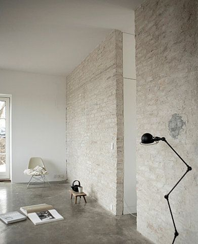 love the walls and concrete floor