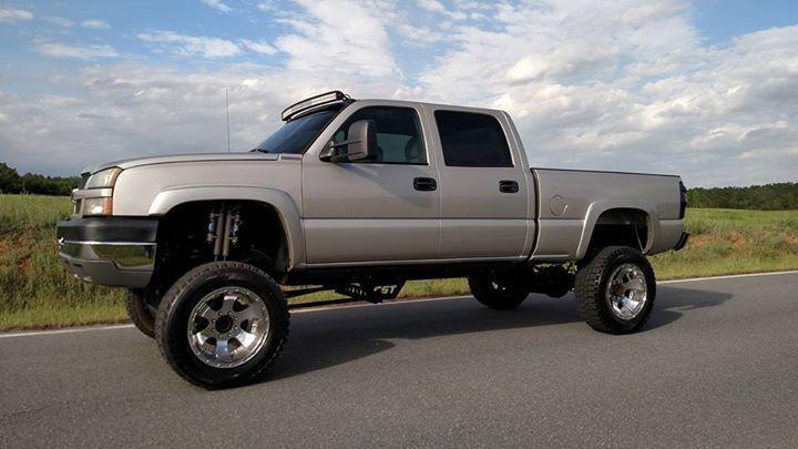 Clean non smoker 2005 Chevrolet Silverado 2500 lifted