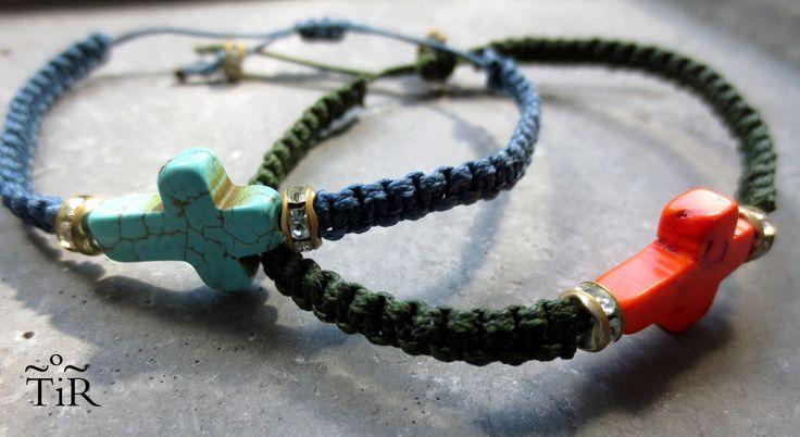 Resultado de imagen de collares con cruces de colores