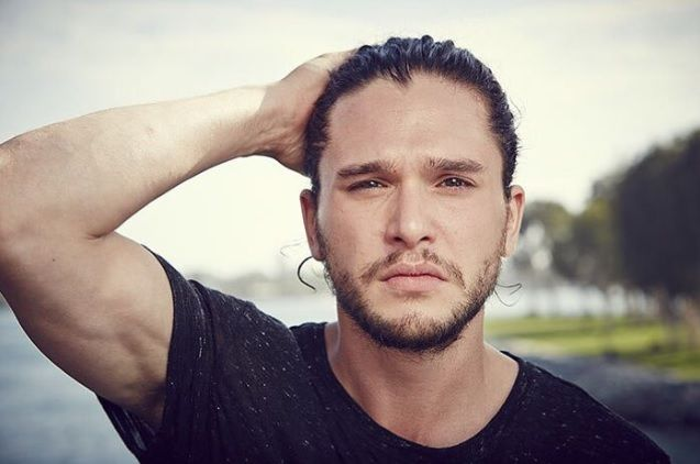 jon snow with man bun ... omg <3