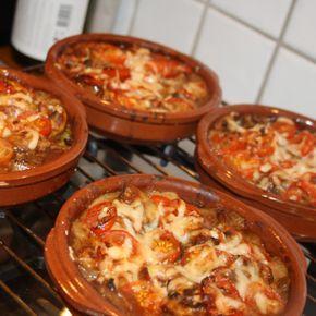 fläskfilégratäng med bl.a. championer, rött vin, grädde, tomater och parmesanost