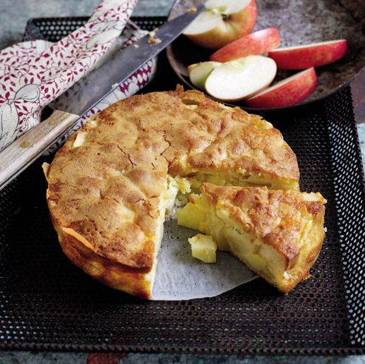 South African Apple Cake Ingredients 110g plain flour 3/4 tsp baking powder Pinch of salt 4 large South African apples 2 large eggs, at room temperature 150g caster sugar 1/2 tsp vanilla extract 115g butter, melted and cooled to room temperature Whipped cream or crème fraiche, to serve
