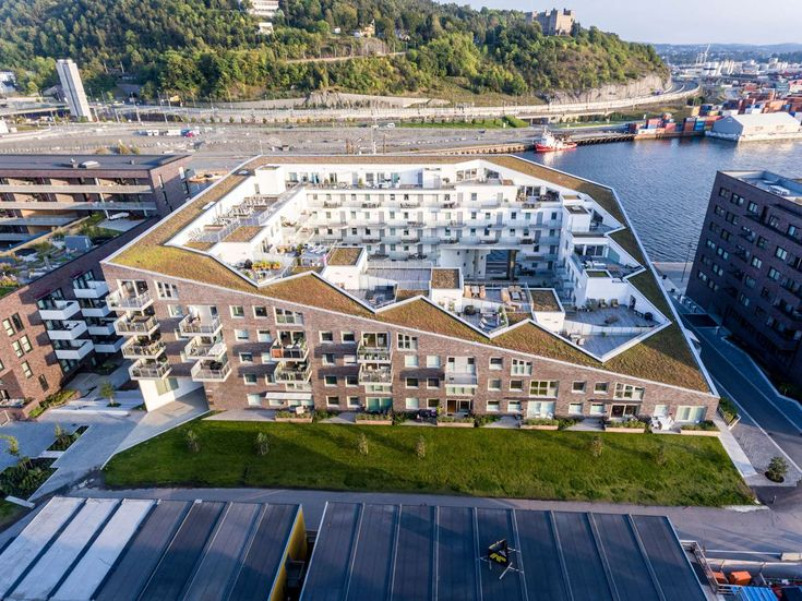 Sørenga Block 6 is a residential block with 110 flats and a semi-public green courtyard. Two large, diagonally aligned passages cut through the block to brin...