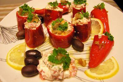 Vuohenjuustolla täytetyt paprikat Kuka voisi vastustaa tapaksia, näitä ihania makunautintoja? Juhlistimme uuden vuoden vaihtumista ensimmäistä kertaa Porissa, omassa kodissamme, ja näin ollen päätin myös kokkailla tapaksia uudesta reseptiboksista, jonka sain joululahjaksi. Menusta löytyi niin yksinkertaisia pepperoni-kalamataoliivi-fetajuusto-tikkuja ja seesamin siemenillä ja wasabilla maustettuja avocadokuutioita, kuin myös valkoviinissä maustettuja kanafileitä, vuohenjuustolla täytettyjä …