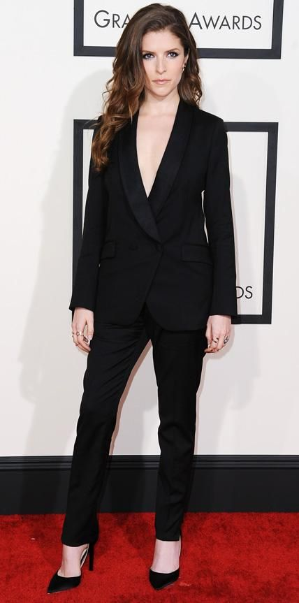 2015 Grammy Awards: Anna Kendrick in Band of Outsiders with a Jacquie Auche earring and ear jacket and a Selin Kent ring.