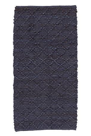 H�ndvevd teppe i myk jute med relieffm�nster. Da teppet er h�ndvevd og innfarget f�r hvert teppe sitt eget unike utseende. Str 70x250 cm.<br><br>For �kt sikkerhet og komfort, benytt en antiglimatte som holder teppet p� plass. Antiglimatte finnes i flere ulike st�rrelser. <br><br>100% jute<br>Rengj�res ved st�vsuging