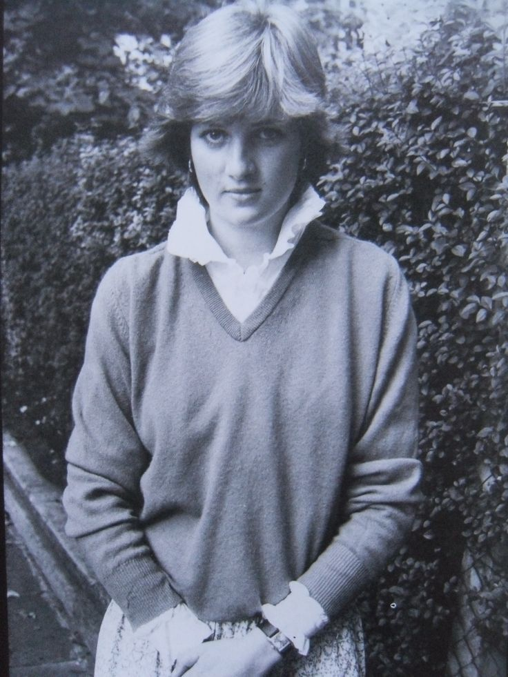 Lady diana spencer first published in newspaper on 16 for Princess diana new photos