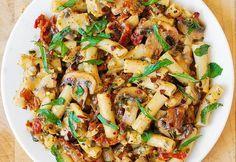 Paste cu pui şi ciuperci şi sos Pesto FOTO   Click! Pofta Buna!