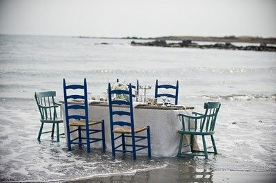 old blue chairs: Wedding Inspiration, Beaches Dinners Parties, Dreamy Ideas, Blue Chairs, To Fresh, Picnics On The Beaches, Green Chairs, Great Ideas, Beaches Wedding
